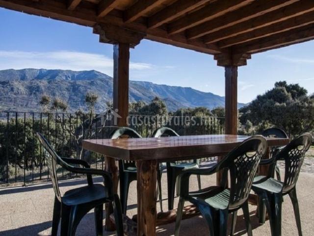 La fontana de gredos en navaluenga vila for Mesa porche