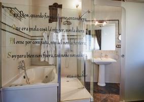 Baño integrado en la habitación