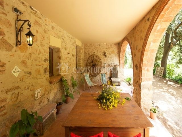 Casa masoveria en alcover tarragona for Mesa porche