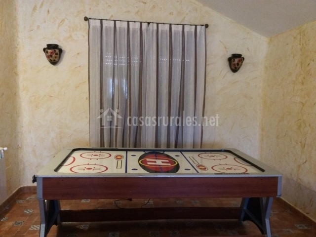 Zona de juegos con mesa de discos