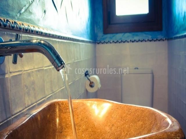Grifo del lavabo de piedra