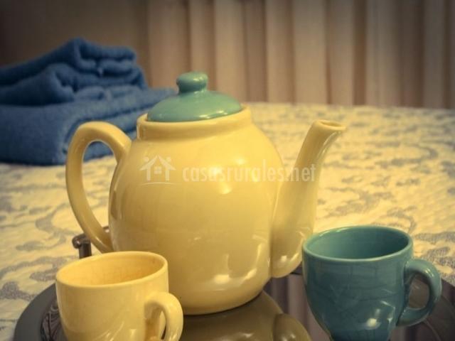 Juego de té en la cama