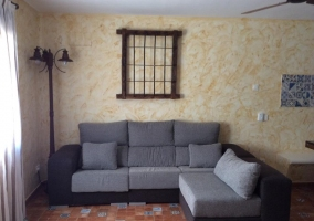 Salón con sofá en forma de L