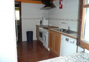 Cocina con modernos electrodomésticos
