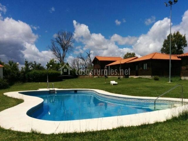 Casa tomillo bungalows y caba as en constantina sevilla for Piscina avenida ciudad jardin sevilla