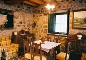 Comedor en piedra de la casa rural