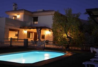 Casas rurales con piscina en chite for Casas rurales con piscina en alquiler