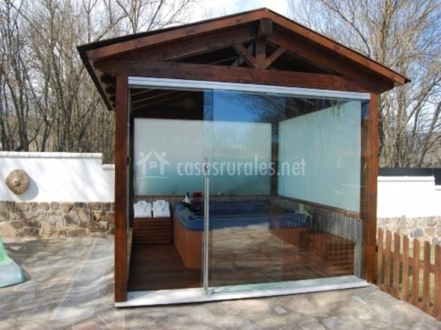 Apartamentos arcoiris el bosque en aldehuela del rincon for Tipos de jacuzzi exterior
