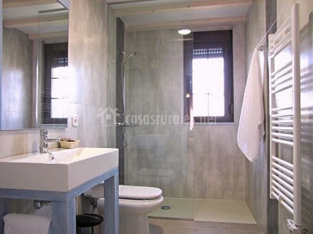 Apartamentos arcoiris el bosque en aldehuela del rincon for Toallero para ducha