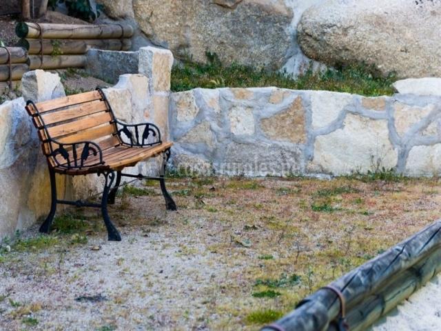 Vistas de los exteriores con espacios para sentarse