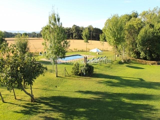 Casa petita en cassa de la selva girona for Piscina jardin girona