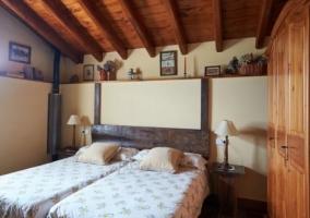 Dormitorio abuhardillado amplio