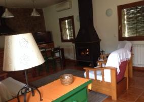 Sala de estar y chimenea