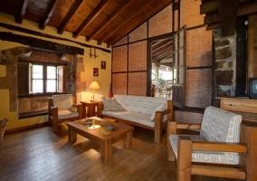 Terraza del alojamiento con muebles
