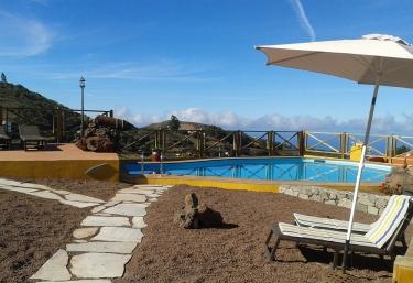 Casas rurales con piscina en moya for Casas rurales con piscina en alquiler