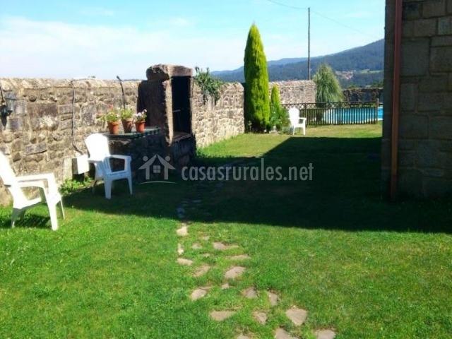Casa peque a casa de brea en a estrada pontevedra for Caminos de piedra en el jardin