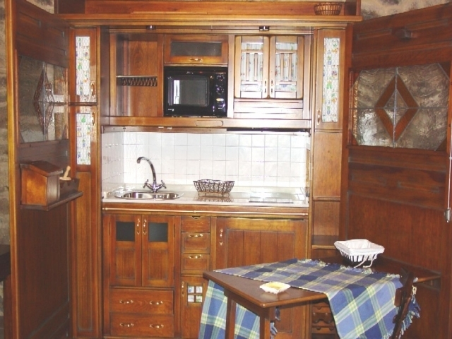 Casa peque a casa de brea en a estrada pontevedra for Mesa supletoria cocina