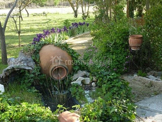 Pico vivero en aranjuez madrid for Tinajas de barro para jardin