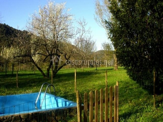 Patufet casas rurales en sant joan les fonts girona for Piscina jardin girona