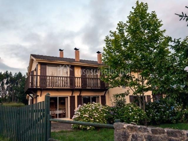 Casa oriental iris de paz en cereceda villamayor for Casa rural jardin oriental