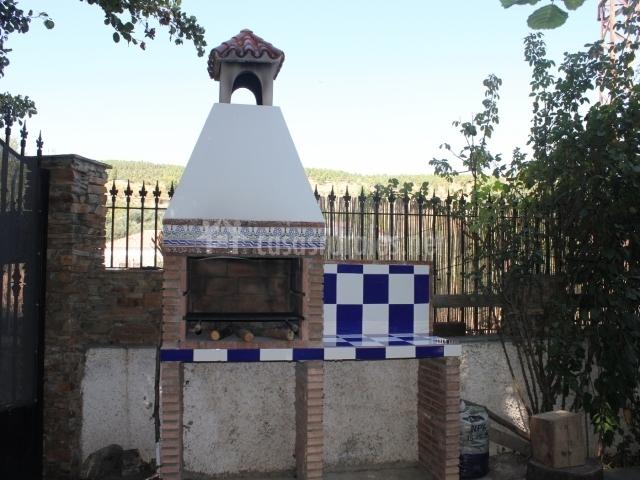 El refugio molino santa gueda en jerez del marquesado for Azulejos patio exterior