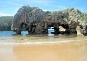 Playa cuevas de mar Llanes