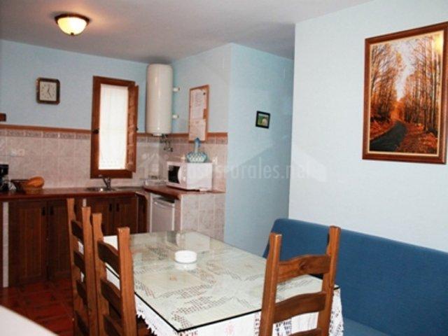 Casa rural el corrillo en trevejo c ceres for Mesa supletoria cocina