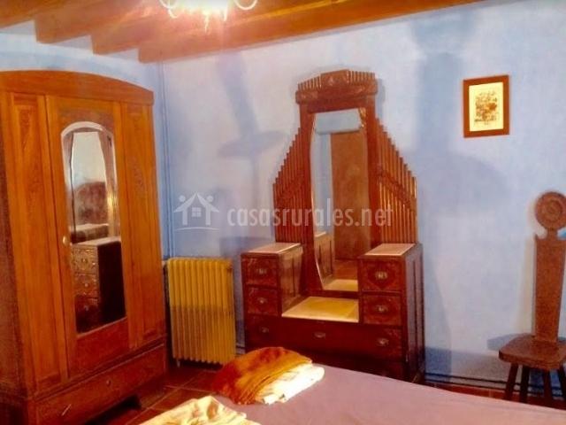 Dormitorio de matrimonio y armario