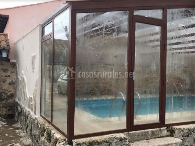 Vistas de la piscina cubierta de la casa