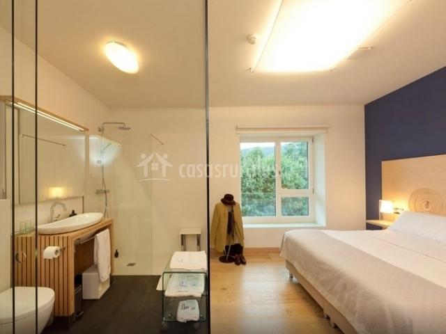 Baño y habitación
