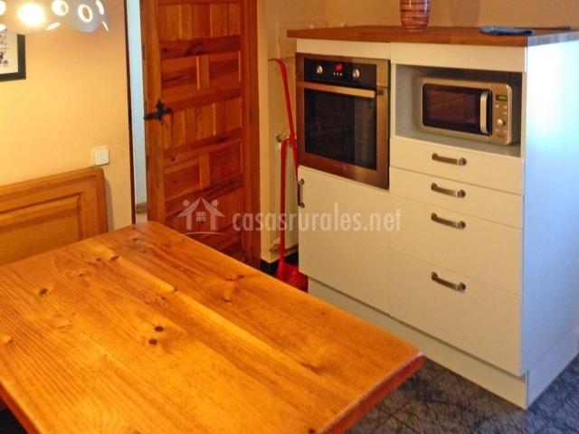 Casa minalto en anso huesca for Muebles de cocina huesca
