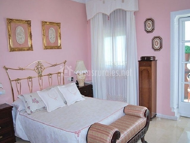 Hotel villa santa luc a en villanueva del rio sevilla - Habitacion rosa palo ...