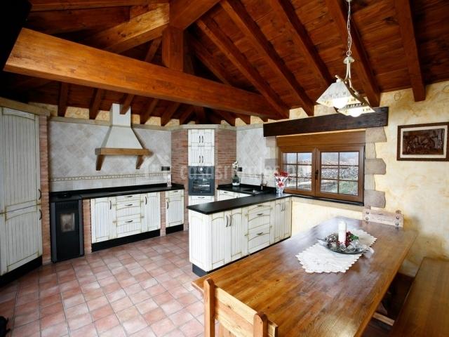 Casa los eros 2 casas rurales en olea cantabria for Mesa supletoria cocina