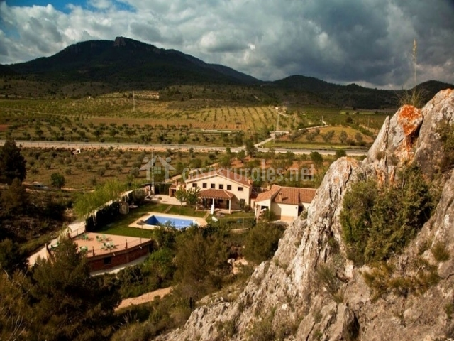 Casas rurales los cerezos ii en ferez albacete for Complejo rural con piscina