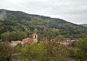 Vistas del pueblo y de su iglesia