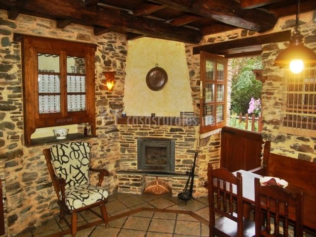 Apartamentos casas da lexa en taramundi asturias for Comedor con chimenea