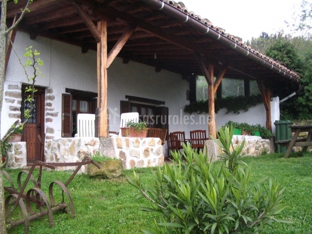 Arrieta haundi en zegama guip zcoa for Tejados madera blanca