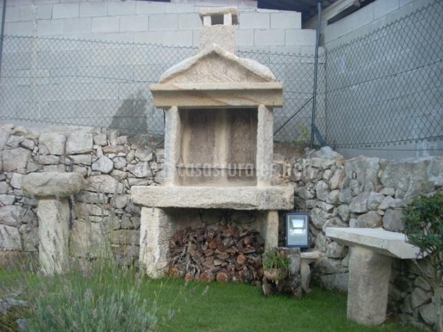 Casa do americano casas rurales en vilaboa resto for Barbacoa piedra volcanica jardin