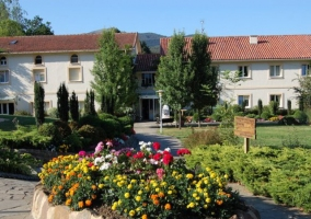 Paseos y jardines del complejo