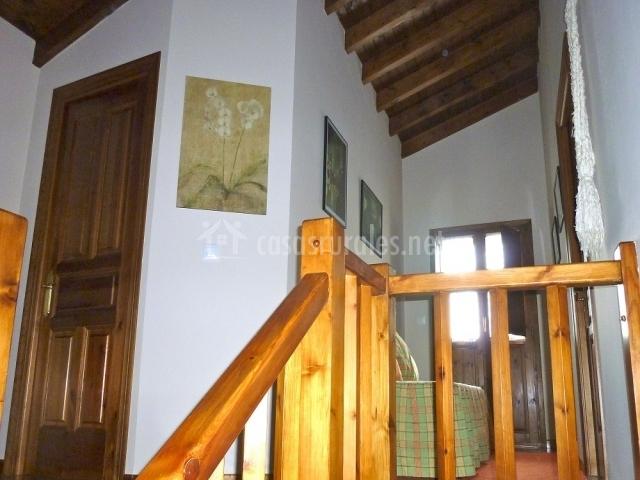 La casa de arriba en villar de huergo asturias for Escaleras villar