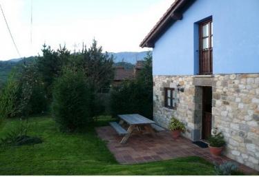 Casas rurales con chimenea en villar de huergo for Casa rural con chimenea asturias