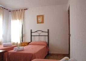 Otra habitación triple con camas individuales