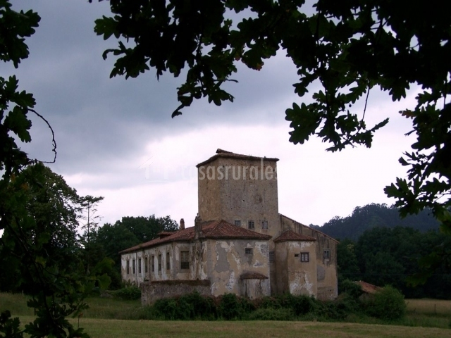 La casona del cura ii casas rurales en pravia asturias - La casona del jardin ...