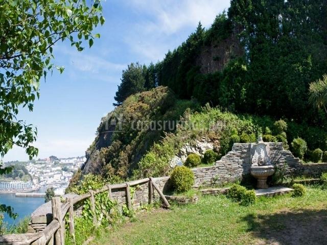 La casona del cura iii en villavaler asturias for Jardines de la fonte baixa