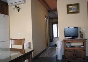 El apartamento es diáfano y cuenta con todo tipo de detalles