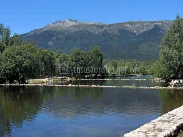 Descubre las piscinas naturales m s bonitas de espa a for Piscinas naturales y rios en madrid