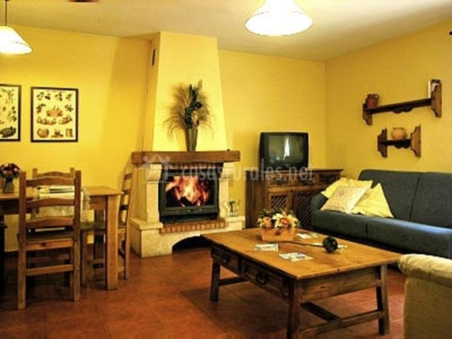 Garcisancho en rascafria madrid - Casa rural con chimenea en la habitacion ...