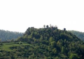 Vista de las colinas y el castillo de Rocabruna desde la casa