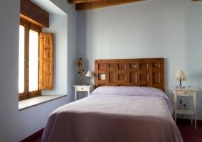 Cabecero ventana y techo de madera