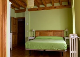 Habitacion doble de color verde